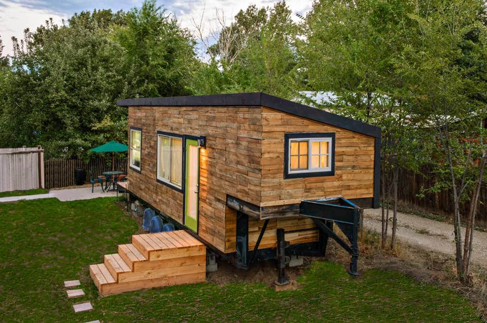 Apr s un divorce co teux elle d cide de construire une for Construire sa tiny house