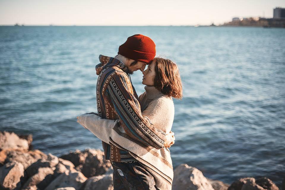 Le premier couple à faire vivre est celui de son Yin et de son Yang intérieur. Marier ses deux aspects sacrés masculin et féminin. Reconnaître que nous avons besoin des deux polarités et qu'un excès de l'un ou de l'autre nous déstructure.