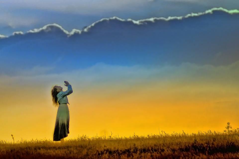 L'éveil spirituel se produit à chaque fois que l'on fait un choix. Cependant, un jour, une grande opportunité d'éveil se produit qui changera le passé, le présent et le futur. Lorsque le choix est fait de dépasser les vieilles croyances et les vieux schémas, une série d'indices émerge comme preuve d'un éveil spirituel.
