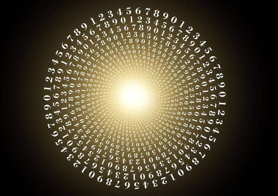 Je vois souvent des chiffres répétitifs sur des plaques minéralogiques (555 – 7777), ou souvent les heures doubles comme 10h10, 11h11 ou 14h14… quel en est le sens ?