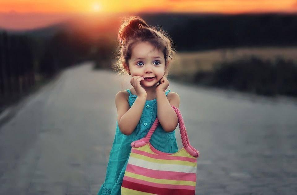 Transmettre aux enfants l'importance de dire «merci», «s'il vous plait», «bonjour» ou «bonsoir», c'est autre chose qu'un simple acte de politesse ; cela met en jeu des émotions, des valeurs sociales, et avant tout, la réciprocité.