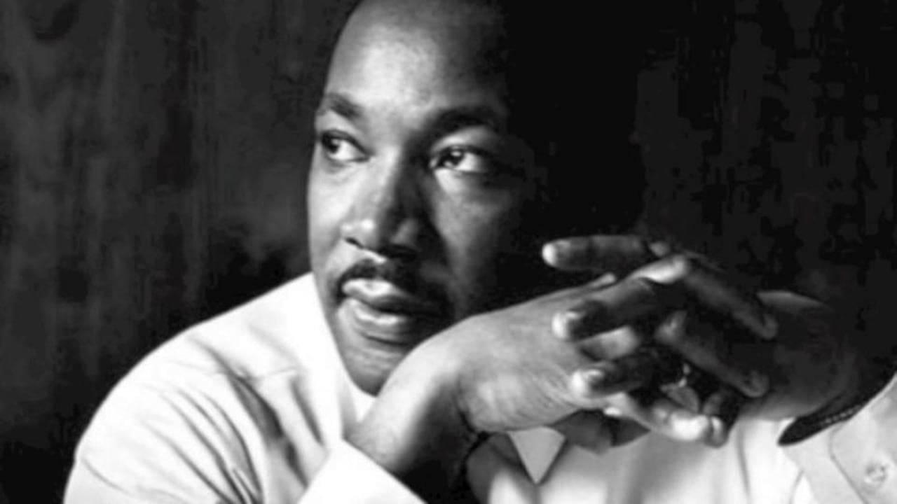 Martin Luther King Jr., né à Atlanta (Géorgie) le 15 janvier 1929 et mort assassiné le 4 avril 1968 à Memphis (Tennessee), est un pasteur baptiste afro-américain, militant non-violent