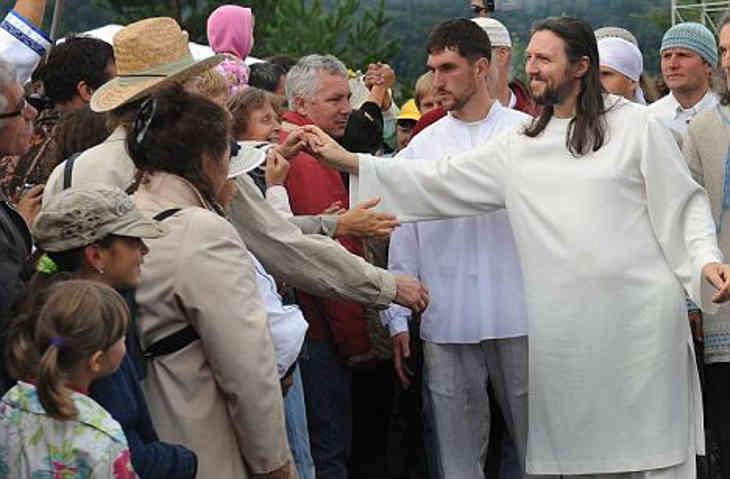 homme se prend pour Jésus-Christ