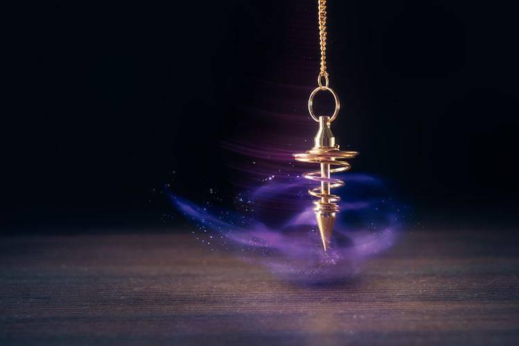 Le Pendule Divinatoire Est Fiable Et Peut Vous Aider Voici Comment L Utiliser Conscience Et Eveil Spirituel