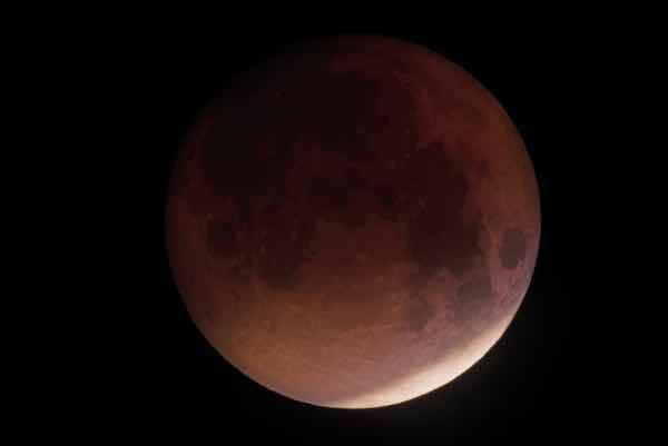 Pleine lune et éclipse lunaire partielle en Capricorne le 16 juillet