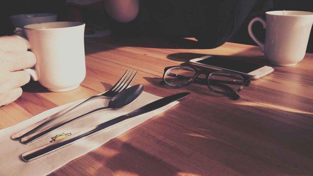 Loi d'attraction : 6 exercices à faire pendant la pause déjeuner