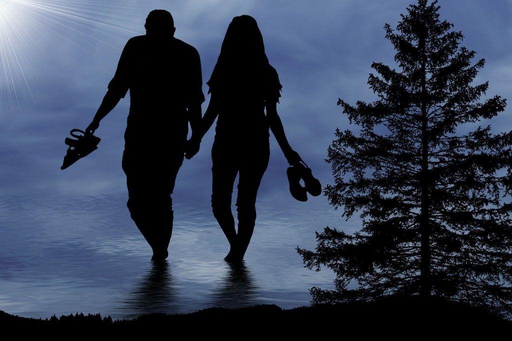 Peut-être que nous craignons que celui que nous aimons tombe amoureux un jour de quelqu'un d'autre…