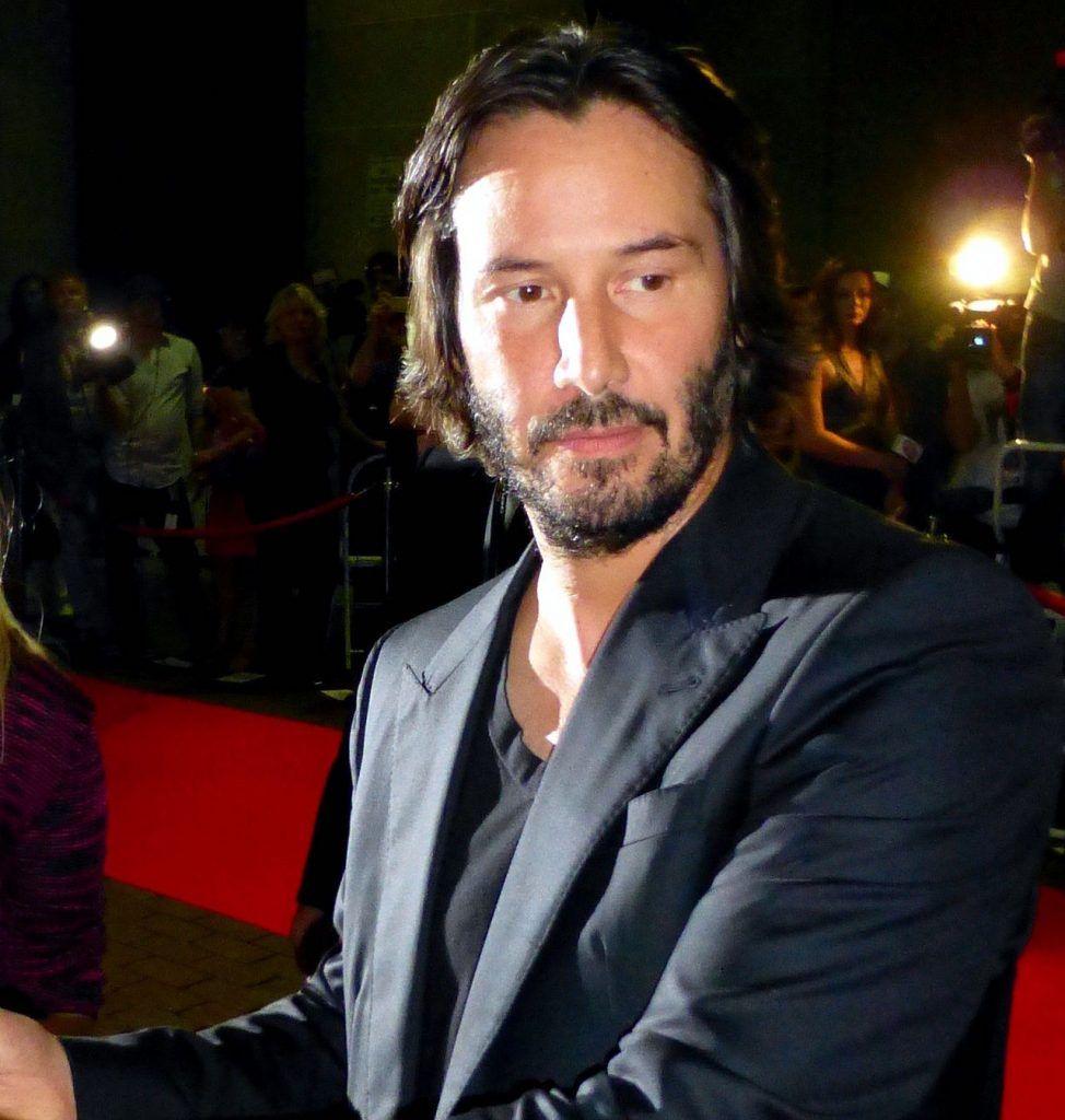 Keanu Reeves donne